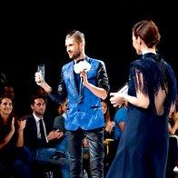 Namesto uspešnega manekena Branka Maselja, ki je bil delovno zadržan v New Yorku, je nagrado prevzel njegov agent. (foto: primož predalič, sašo radej)