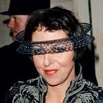 Isabello Blow so označili tudi kot žensko, ki je ni mogel pokoriti noben klobuk. (foto: profimedia, promocijsko gradivo)