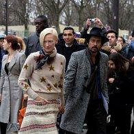 Tilda Swinton in Haider Ackermann na reviji Chanel (foto: Profimedia)