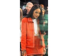 "Foto: ""Ukročena"" Rihanna v Chanelu iz 90."