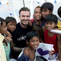 Foto: David Beckham obiskal filipinske otroke