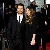 Christian Bale v obleki Dolce & Gabbana z ženo (foto: Profimedia)