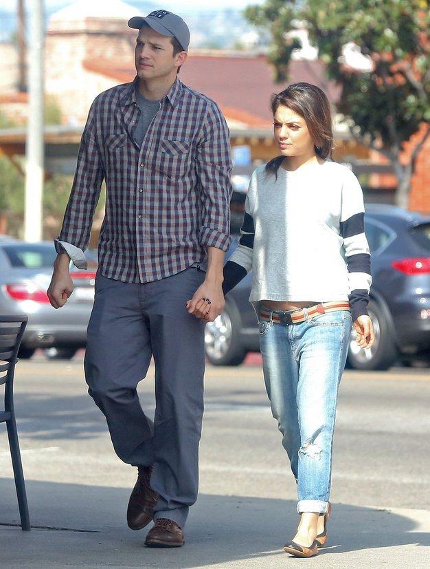Mila Kunis in Ashton Kutcher: Pričakujeta otroka - Foto: Profimedia