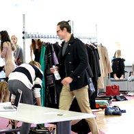 Oblikovalci zadnjič pomerjajo svoje kreacije, v ponedeljek začetek Fashion Weeka Aquafresh (foto: Matej Rojina)