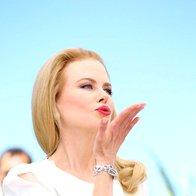 Na tiskovni konferenci v Cannesu v opravi Altuzarra (foto: Profimedia)