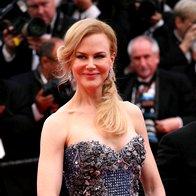 Na premieri Grace Monaške v Cannesu v obleki Armani (foto: Profimedia)