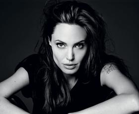 """Intervju z Angelino Jolie: """"Strah me je živeti napol"""""""