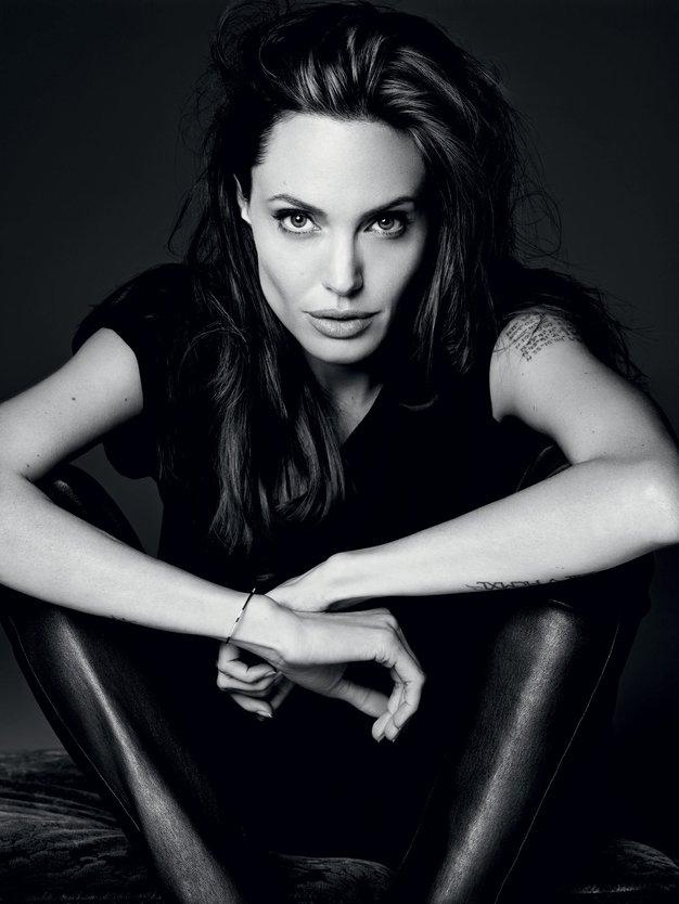 """Intervju z Angelino Jolie: """"Strah me je živeti napol"""" - Foto: Hedi Slimane"""
