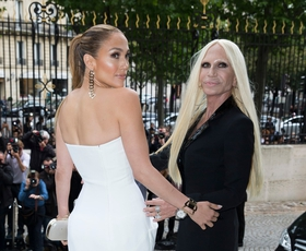 Foto: J. Lo - je to obleka ali kar hlače Versace?