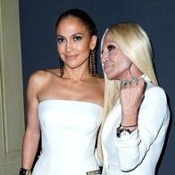 Foto: J. Lo - je to obleka ali kar hlače Versace? (foto: Profimedia)