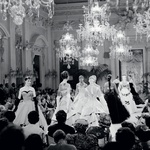 Modna revija iz leta 1955 v dvorani sala bianca v Firencah. (foto: promocijsko gradivo)