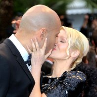 Romantičnost Francije je zajela tudi zakonca Xaviera Delaruja in Tatiano-Laurens Delarue na rdeči preprogi v Cannesu (foto: profimedia)