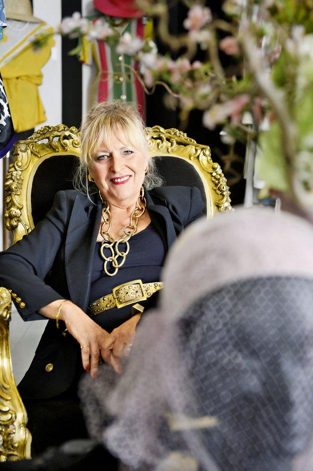 Barbara Por Hrovat je lastnica trgovine Divas Vintage. - Foto: Primož Predalič