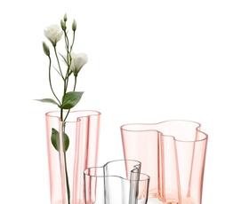 Vaza, ki posnema obliko vode