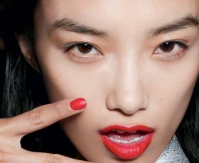 Svinčniki za ustnice z lastnostmi šminke