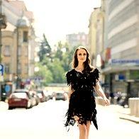 Obleka  Young@Squat,  260 €; pas Max & Co., 69 €; salonarji Cinti, 110 €. (foto: Lior Susana)