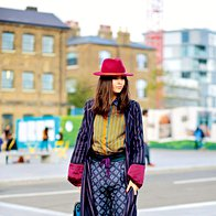 Modna blogerka Doina Ciobanu pred modno revijo Paula Smitha v New Yorku. (foto: Profimedia)