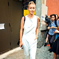Gigi Hadid, ameriška manekenka, pred revijo Marca Jacobsa v New Yorku. (foto: Profimedia)
