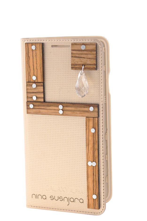 Ovitek za telefon Samsung Galaxy Alpha oblikovalke Nine Šušnjara. - Foto: Primož Predalič