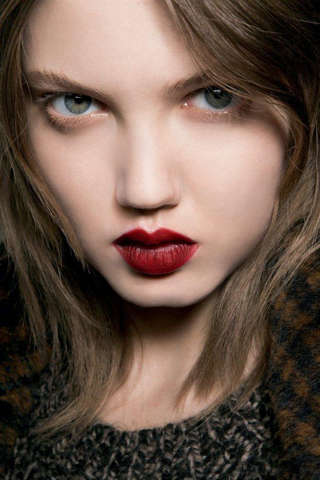 Globoko rdeče ali nežno rožnate ustnice? - Foto: imaxtree