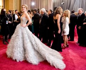 Top 10 nepozabnih oblek Oscarja de la Rente z rdečih preprog