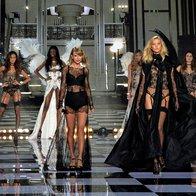Po modni brvi so se sprehodili angelčki Victoria's Secret (foto: profimedia)