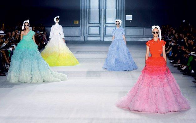 Modne revije visoke mode - Foto: Imaxtree