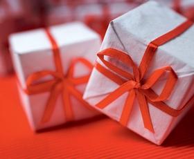 Kako izbrati darilo zanjo in zanj?