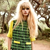 Obleka DKNY, 399 €; majica Moschino, 419 €. (foto: Fulvio Grissoni)