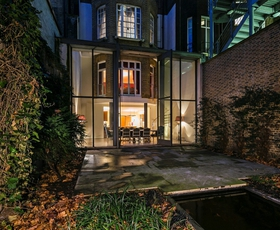 Pokukajte v londonsko rezidenco Giannija Versaceja