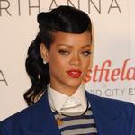 Rihanna in sivo-modra eleganca (foto: profimedia)