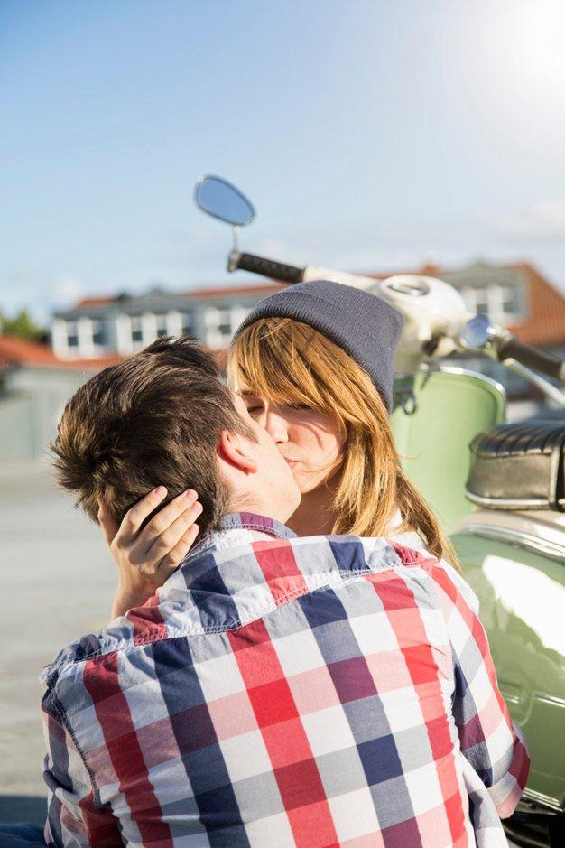 Kakšne spomine imate na svoj prvi poljub? - Foto: profimedia