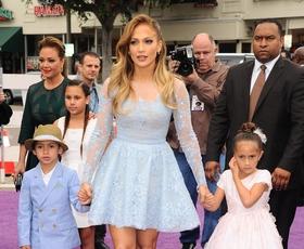 Prisrčna malčka Jennifer Lopez na rdeči preprogi