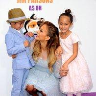 Prisrčna malčka Jennifer Lopez na rdeči preprogi (foto: profimedia)