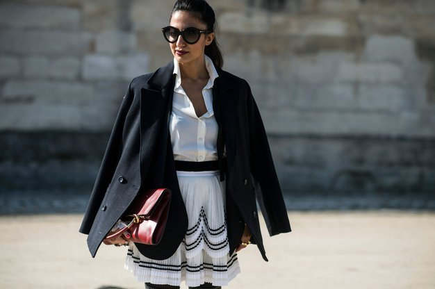 Bela srajca Večna in nikoli dolgočasna, tako kot bela majica je tudi srajca nepogrešljiv kos omare, ki ga lahko kombinirate …
