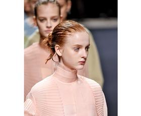 Modni kosi jesenskih kolekcij, ki jih lahko kombiniramo z aktualnimi