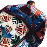 Karlie Kloss v Hermèsovem šalu (foto: profimedia)