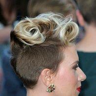Scarlett Johansson v barvitem pliseju (foto: profimedia)