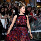 Scarlett Johansson v barvitem pliseju