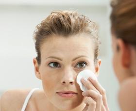 4 vsakdanji nepridipravi, ki dražijo kožo na obrazu
