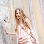 Obleka Max & Co., 129 €; torbica Coccinele, 119 €. (foto: Fulvio Grissoni)