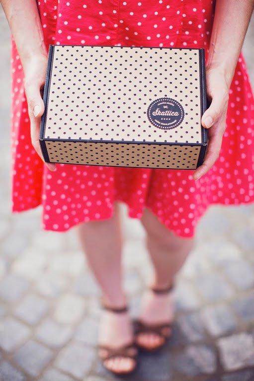 Kaj podariti osebi, ki že ima vse? Podarite nekaj novega, unikatnega - mesečno darilno Škatlico! - Foto: promocijski materijal
