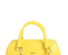 Z obeski torbicam dodajte še več osebnosti