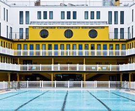 Hotel Molitor, kjer je umetnost življenja uživanje v bazenu