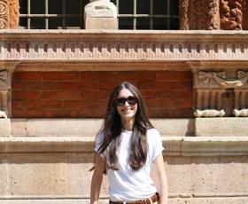 Super poletne kombinacije z običajno belo majico