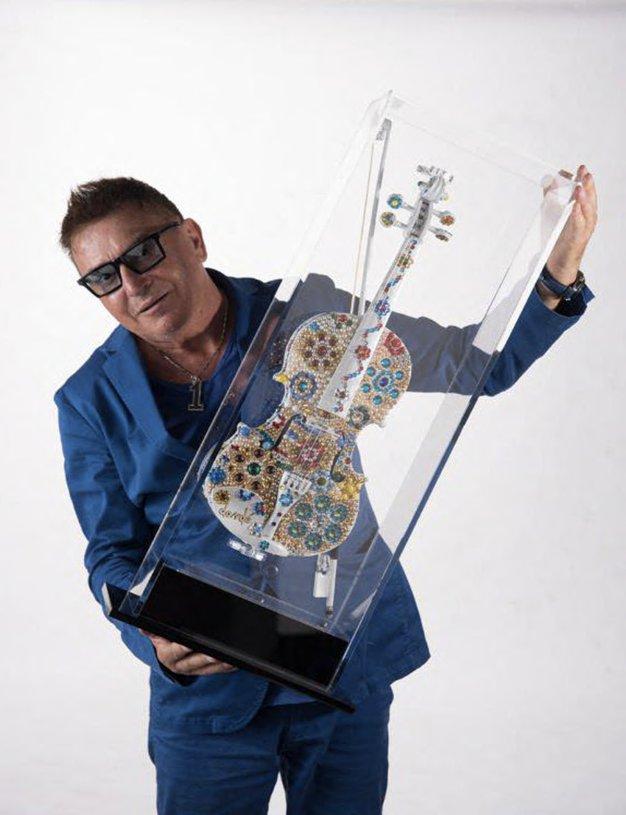Razstava umetnika Daniela Dondéja: The Stradivari Rock & Stradivari Flowers - Foto: promocijski materijal