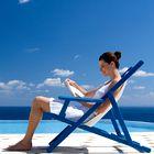 8 knjižnih novosti, s katerimi si boste lahko na plaži krajšali čas