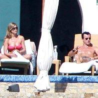 Pokukajte, kako Jenn in Justin uživata medene tedne na Bora Bori (foto: profimedia)