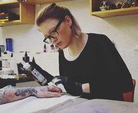Špela Kobal, mojstrica tetovaž, nas je prevzela s svojo 'ČUDNOVITOSTJO'