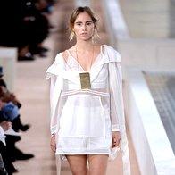 PFW: Balenciaga za naslednjo pomlad napovedala belino (foto: profimedia)